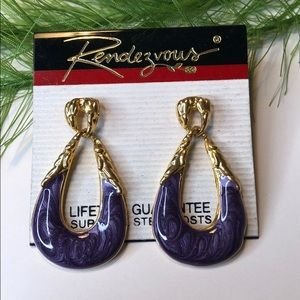 🍭 NWT! Vintage Rendezvous dangle earrings purple